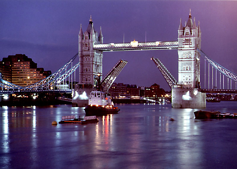 Thames Boat Cruises | London Party Boats and Private Hire